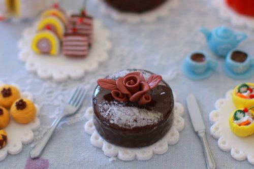 ミニチュアクレイクラフトのケーキは、ミニチュア作りの基本が沢山つまっています。