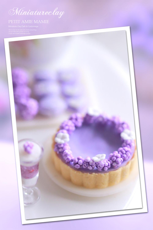 ミニチュアのスミレのケーキ