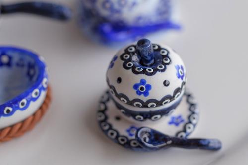 【青・藍】 青色で描く食器がミニチュア食器をワンランクアップさせる