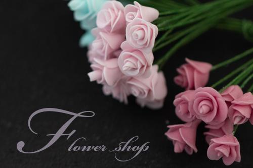 ミニチュア粘土で作った沢山のお花を使ってつくるフラワーショップがもうすぐ完成