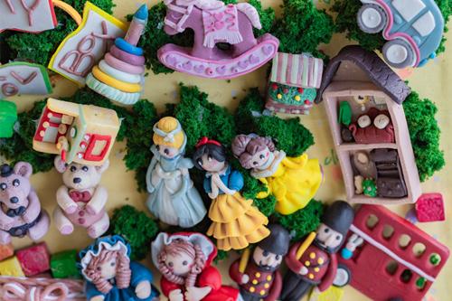 おもちゃ箱をひっくり返しちゃお~ミニチュアクレイクラフト~おもちゃの額